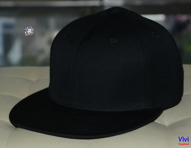 The Lids Fitted Full Black Snapback