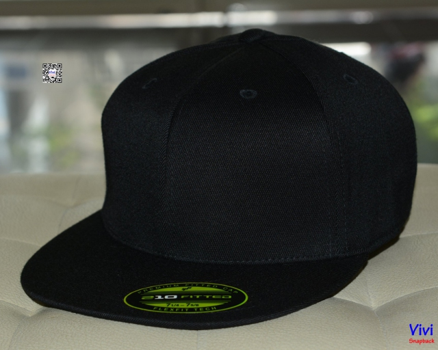The Premium 210 Flexfit Fitted Full Black Snapback
