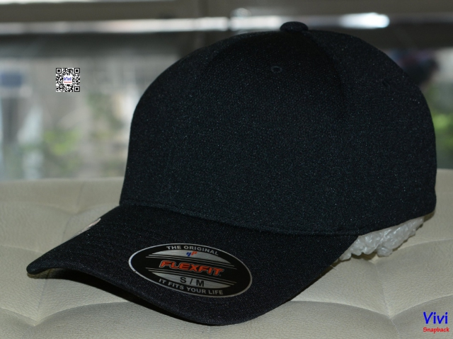The Flexfit Cool and Dry Pique Mesh Black Cap