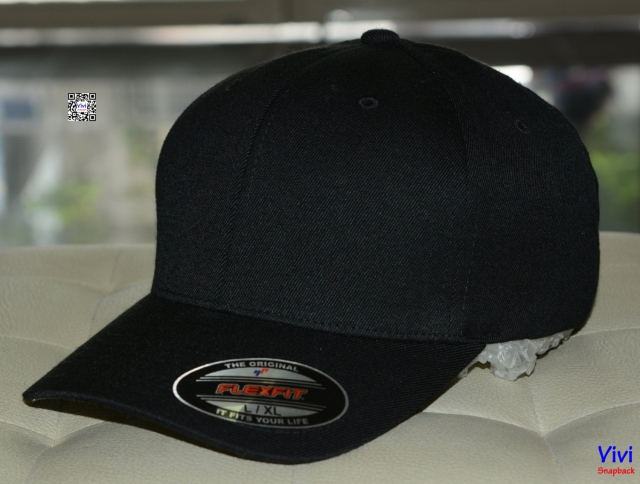 The Flexfit Black Cap