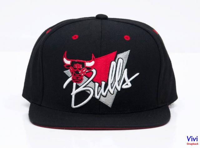Mitchell & Ness Bulls Snapback Black
