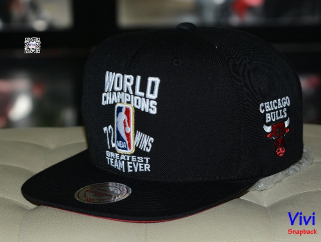 Mitchell & Ness NBA World Champions Snapback