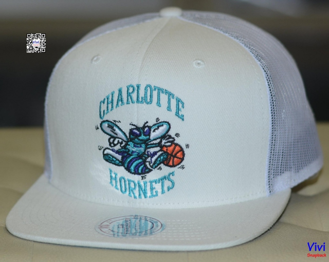 Mitchell & Ness Charlotte Hornets Trucker Snapback