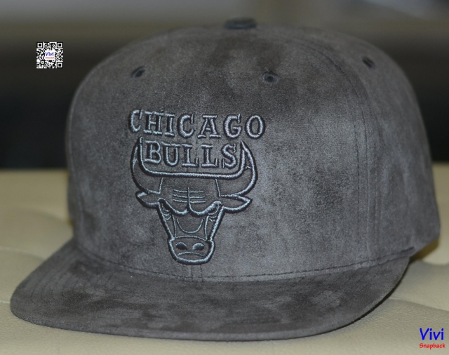 Mitchell & Ness Chicago Bulls Leather Snapback