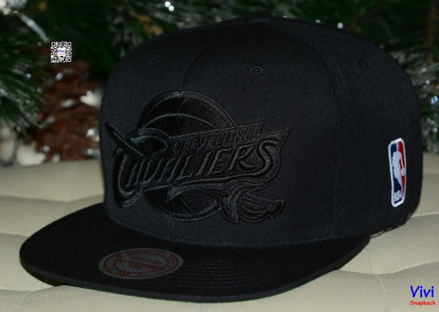 Mitchell & Ness Cleveland Cavaliers NBA XL Logo Snapback