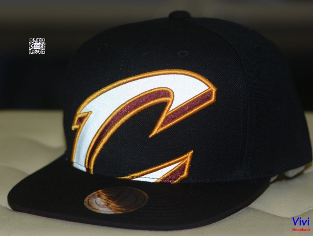 Mitchell & Ness Cleveland Cavaliers Reflective Cropped XL Logo Snapback