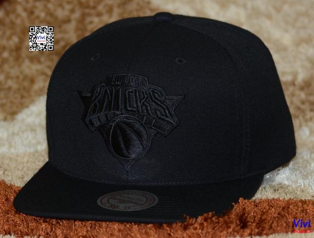 Mitchell and Ness New York Knicks Snapback (Black On Black)