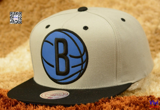 Mitchell & Ness Brooklyn Nets NBA Reflective  XL Logo Snapback