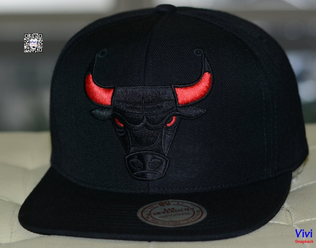Mitchell & Ness Chicago Bulls NBA Tonal Logo Snapback Black