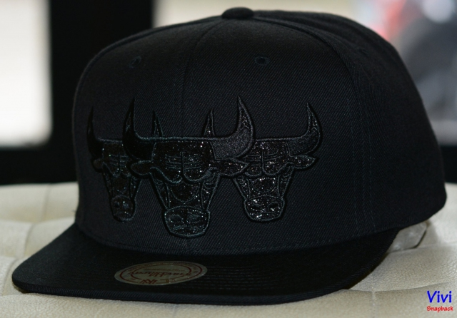 Mitchell & Ness Chicago Bulls NBA Triple Stack Metallic Snapback Full Black