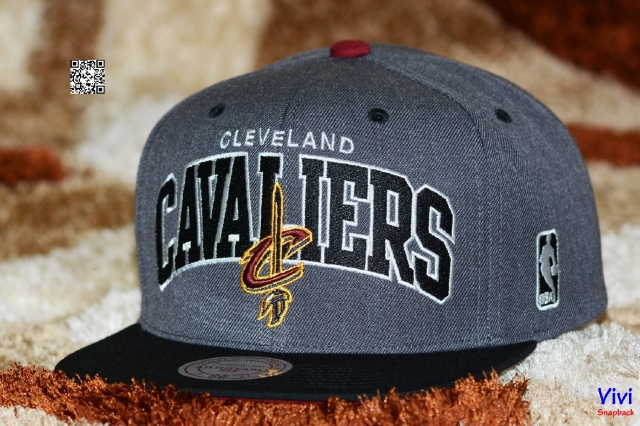 Mitchell & Ness Cavaliers Arch With Logo Snapback