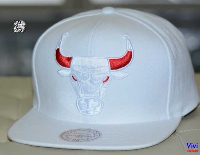 Mitchell & Ness Chicago Bulls NBA Tonal Logo Snapback White