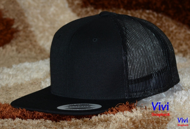 The Classic Yupoong Trucker Snapback black