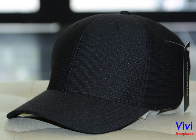 Travis Mathew Nassau Fitted Cap Full Black
