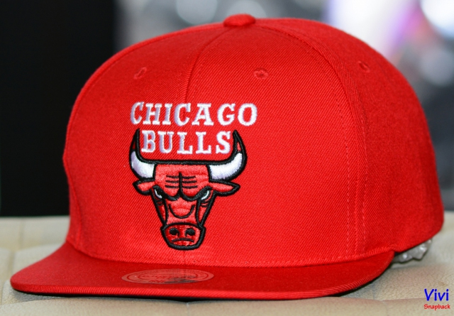 Mitchell & Ness Chicago Bulls Team Logo Undertime Snapback