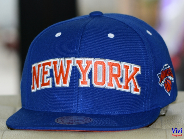 Mitchell & Ness New York Knicks Team Logo Snapback