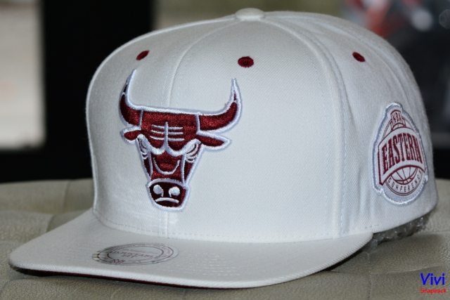 Mitchell & Ness Chicago Bulls Maroon NBA Eastern Snapback White