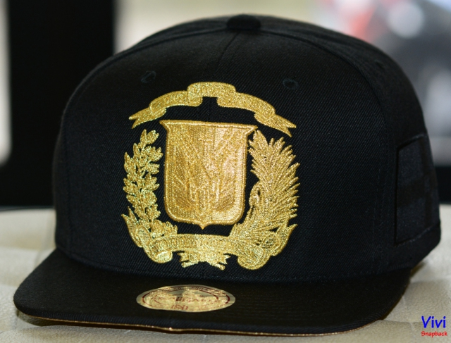 Mitchell & Ness Dominican Republic Country Flag Team Gold Snappack Black