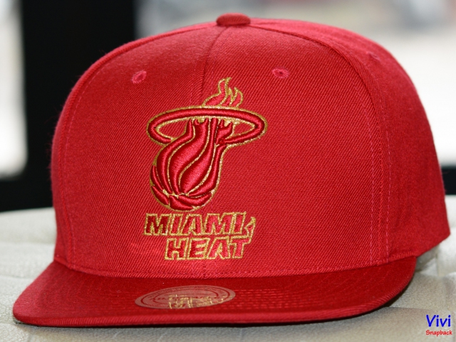 Mitchell & Ness Miami Heat Team Gold Logo Snapback