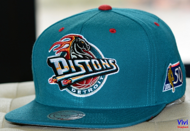 Mitchell & Ness Detroit Pistons NBA 50th Big Logo Snapback