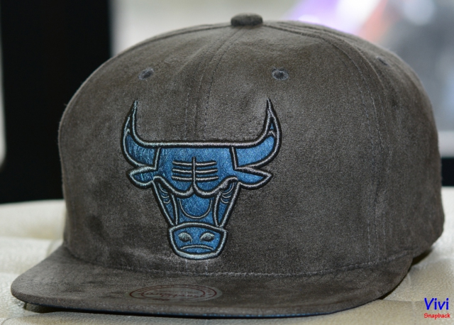 Mitchell & Ness Chicago Bulls Micro Suede Team Logo Snapback