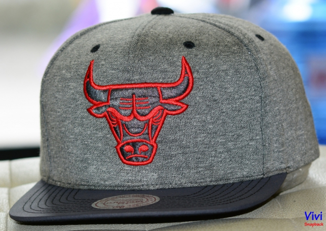 Mitchell & Ness Chicago Bulls Broad Street 2.0 Snapback Grey