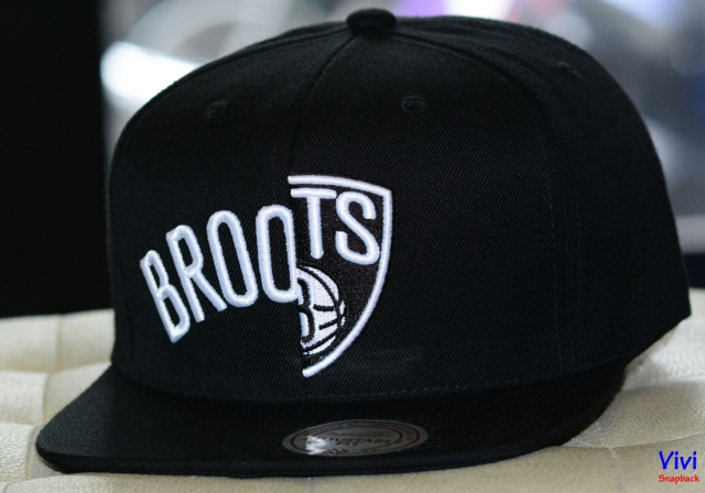 Mitchell & Ness Brooklyn Nets Split Snapback Black