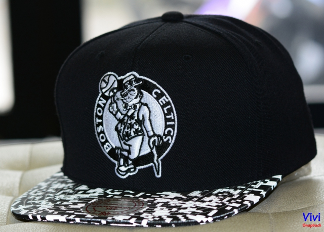 "Mitchell & Ness Celtic ""NBA Digi Reflective snapback"