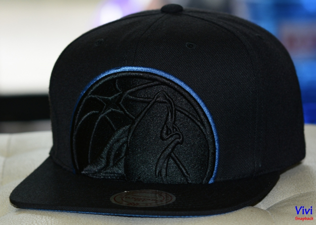 Mitchell & Ness Minnesota Timberwolves Cropped XL Logo NBA Snapback Full Black
