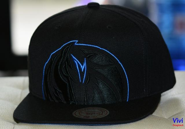 Mitchell & Ness Dallas Mavericks Cropped XL Logo NBA Snapback Full Black